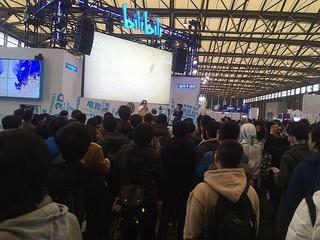 中国イベントでの、ビリビリ動画のステージイベントの風景。