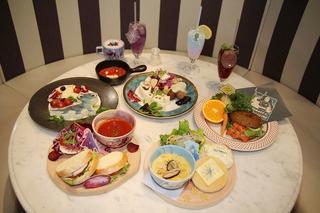 「アナと雪の女王2」スペシャルカフェに潜入 オラフ&サラマンダーをイメージしたフードも