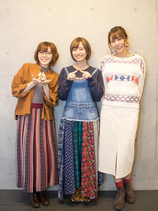 原紗友里、花守ゆみり、豊崎愛生(左から)