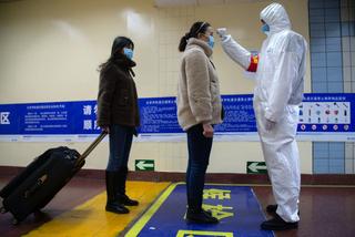 中国では地下鉄入り口で利用者の体温を計測するなどして対応