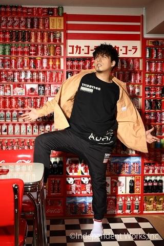 """木村昴、30歳の誕生日に記念本刊行 企画ページの""""コーラ部屋""""写真を公開"""