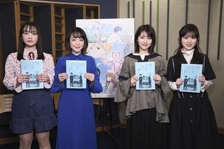 アニメ版キャストの鈴木毬花、潘めぐみ、ゲスト出演する浜辺美波、福本莉子(左から)