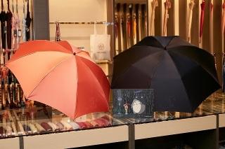 「となりのトトロ」×前原光榮商店 トトロ&サツキの雨傘、折りたたみバージョン発売