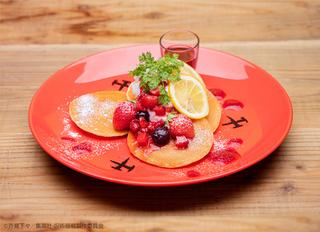 釘崎野薔薇「ストロベリーパンケーキ」(単品1540円、ドリンクセット2090円)