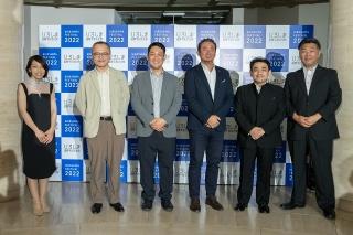 「ひろしま国際平和文化祭 開催1年前PRイベント」(8月2日開催)集合写真。左がディレクターの宮崎しずか氏、左から2番目が山村氏、その右が土居氏