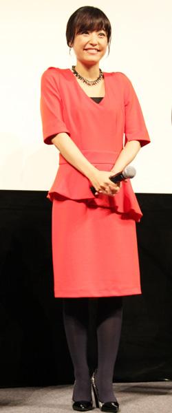 11月7日に行われた女性限定 試写会では大人の装いで登場