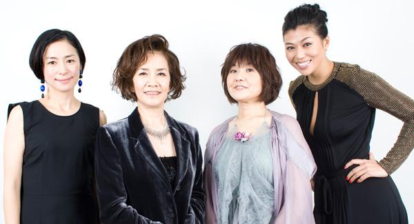 写真撮影時も笑顔満開の4人