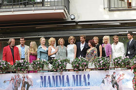 ストックホルムで盛大にプレミア上映「マンマ・ミーア!」
