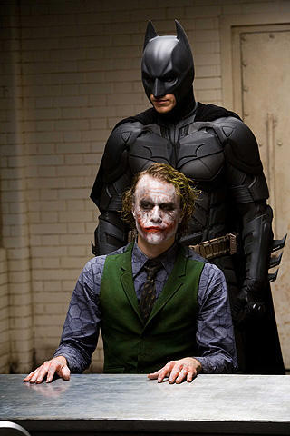 バットマン「ダークナイト」が映画史上最高の名画第1位に!