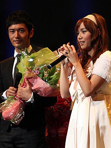 """""""最も美しい中国人""""ホァン・シャオミンに、ローラ・チャンが浅草案内?"""