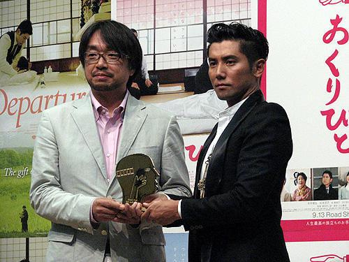 「おくりびと」モントリオール映画祭グランプリの受賞報告会見