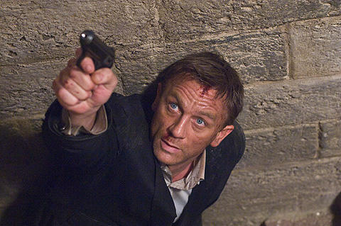 シリーズ最新作「007/慰めの報酬」から、あの名セリフが消える!