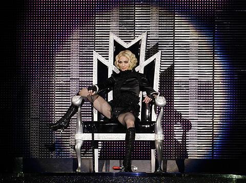 マドンナが、ロンドン公演の時間延長で罰金2600万円請求される