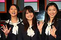 (左から)武井咲、福田沙紀、寺島咲