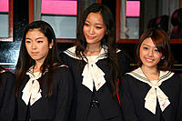 (左から)寺島咲、杏、はねゆり