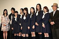 (左から)菊川怜、柳下大、大島優子、武井咲、福田沙紀、寺島咲、杏、はねゆり、中原俊監督
