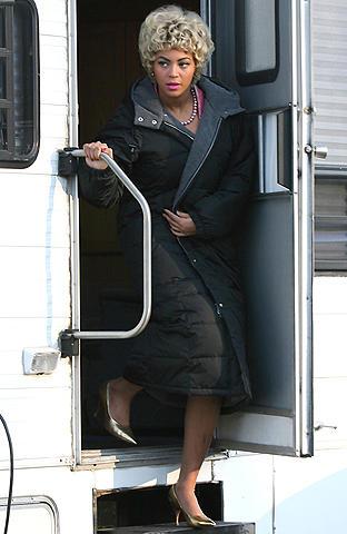 ビヨンセがブロンドのショートヘアに!エタ・ジェームズ役の新作写真公開