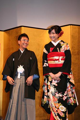 (左から)八嶋智人、佐藤江梨子