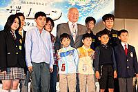 バズ・オルドリン氏と学生記者たち