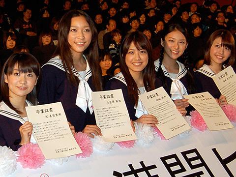 福田沙紀らが制服姿でめでたく卒業式!「櫻の園」初日