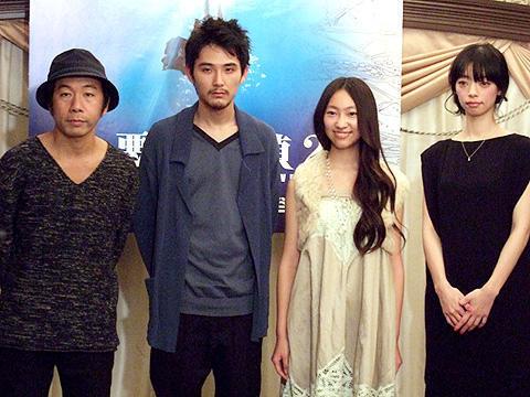 サイコスリラーから人間ドラマへ。松田龍平主演「悪夢探偵2」完成披露会見