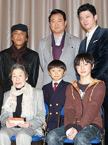 """菅井きん、岡本健一と手を繋いで""""恋する乙女""""に!?「ぼくのおばあちゃん」"""