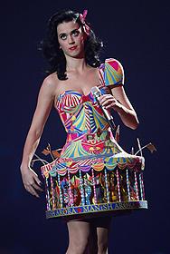 ケイティ・ペリーの奇抜なド派手衣装