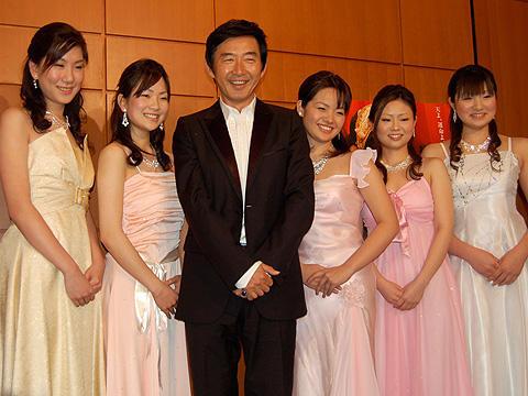 石田純一、美人音大生に囲まれて思わずデレデレ。「ラ・ボエーム」試写会