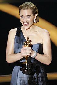 ケイト・ウィンスレットは「愛を読むひと」で ついにオスカー女優に!「スラムドッグ$ミリオネア」