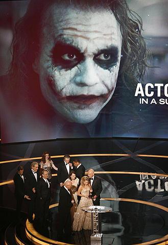ヒース・レジャーがオスカー受賞した「ダークナイト」世界興収10億ドル突破