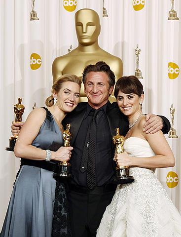 ケイト・ウィンスレット、ショーン・ペンがオスカー受賞!