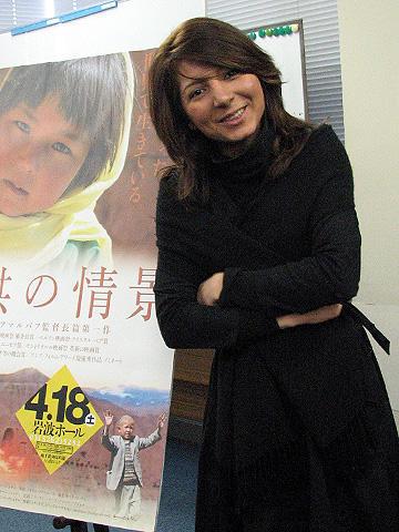 イランの映画一家に育った20歳の美人監督が来日!「子供の情景」会見