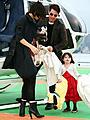 トム・クルーズ、妻子を連れてヘリコプターで東京に降り立つ!