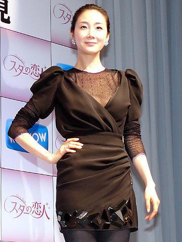 チェ・ジウ、年下俳優との交際認めるも「結婚はまだ」。「スターの恋人」