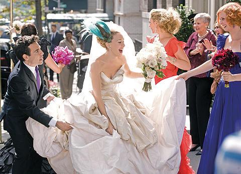 「SATC」キャリーのウェディングドレスが即完売!続編公開日も決定!