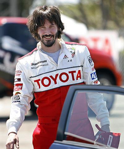 キアヌ・リーブスがサーキットに登場!トヨタ・グランプリの練習に参加