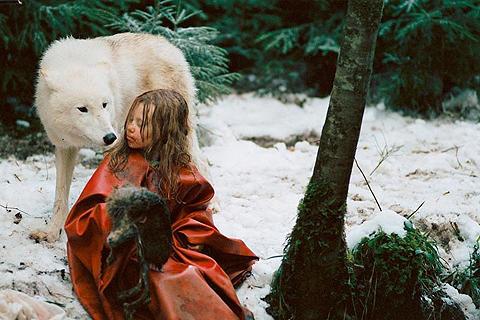 生き延びるための少女の壮絶な旅を描いた 「ミーシャ/ホロコーストと白い狼」