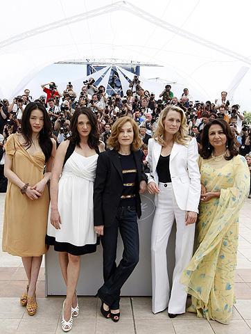 カンヌ映画祭の舞台裏で、女たちの熾烈な争いが勃発!?