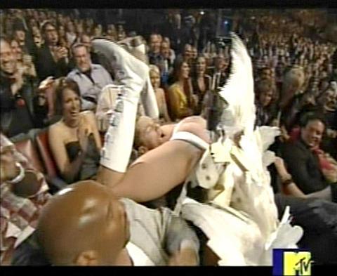 MTV映画賞の大ハプニング、エミネム激怒事件はすべて演出だった!