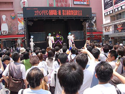 「ヱヴァンゲリヲン:破」公開。新宿は徹夜組も出て大盛況!