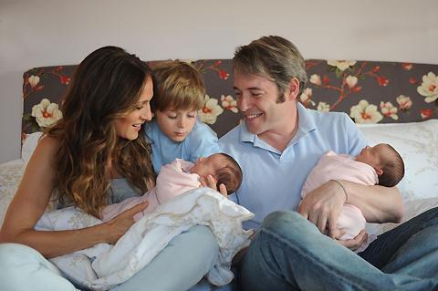 サラ・ジェシカ・パーカー夫妻、双子を抱いた家族写真を無料公開!