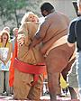 ダイアン・キートンが、新作コメディの相撲シーンを撮影中にケガ!