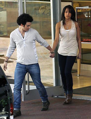 全米ティーンが傷心。大人気アイドル、ジョナス・ブラザーズのケビンが婚約!