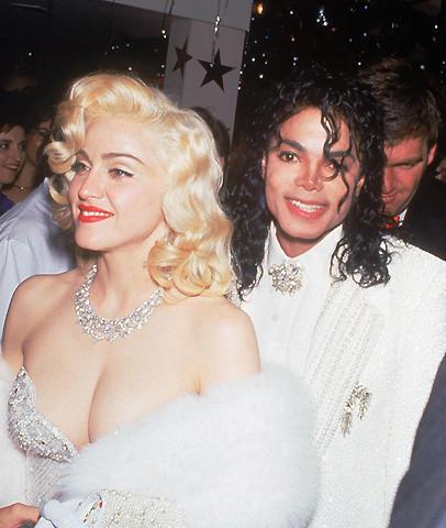 マドンナが、マイケル・ジャクソンさんへの追悼パフォーマンスを披露