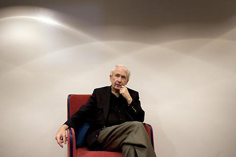 「アンジェラの灰」の作家、フランク・マコートさん死去