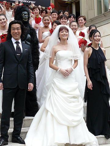 上野は美しいウェディングドレス姿を披露