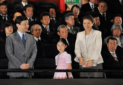 愛子さま、皇太子ご夫妻と映画館で初めて映画鑑賞。「HACHI」チャリティ試写会