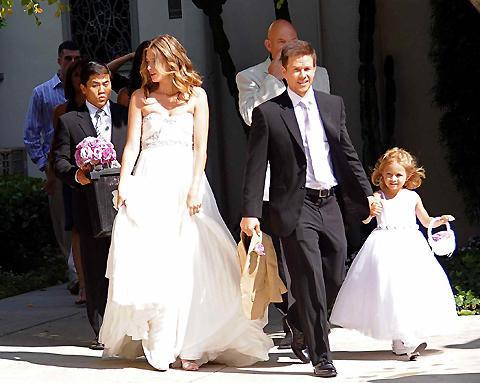 マーク・ウォールバーグが長年の恋人と結婚!子連れで挙式