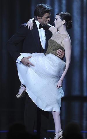 ヒュー・ジャックマンとアン・ハサウェイがミュージカル映画で真の初共演
