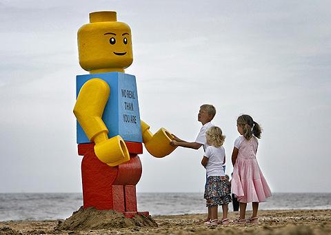 デンマークの人気ブロック玩具「レゴ」をワーナー・ブラザースが映画化